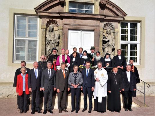 Gruppenfoto mit der weltlichen und geistlichen Prominenz. Foto: Jennifer Peppler