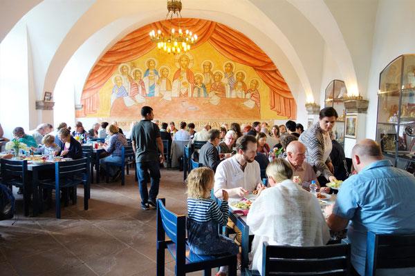 Gemeinsames Speisen im Refektorium des Klosters mit koptischer Bedienung und ägyptischen Spezialitäten. Foto: Jennifer Peppler
