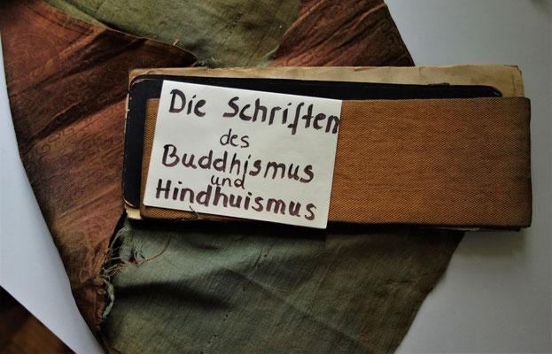 Gestiftete Bibeln im Koptischen Kloster. Foto: Rainer Hannig