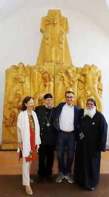 Sybille und Gunter Schmidt-Riedig, Cem Özdemir und S.E. Bischof Anba Damian vor der Bergpredigt mit den neun Seligpreisungen. Foto: Jennifer Peppler