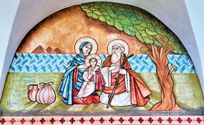Die Hl. Familie unter dem Baum von el-Mataria bei Kairo. Wandmalerei in der Kirche von Dalia Sobhi.  Foto: Jennifer Peppler