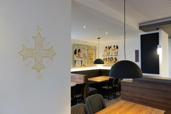 Speisesaal des St. Markus Restaurants mit Malereien von Daniela Rutica. Foto: Jennifer Peppler
