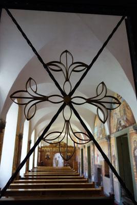 Das Tor zur Klosterkapelle mit Koptischen Kreuzen.