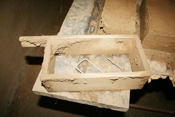 Altägyptischer Lehmziegelbau wird zur Renovierung des denkmalgeschützten Gebäudes nach pharaonischer Tradiotion im Koptischen Kloster angewandt. Foto: Brigitte Goede