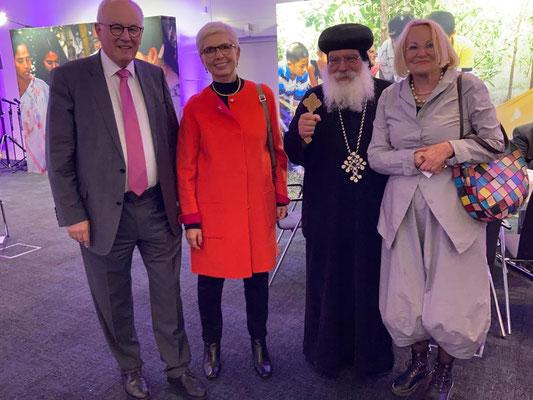 S.E. Bischof Anba Damian mit Dr. Med. Elisabeth Kauder und Volker Kauder und Prof. Dr.-Ing.  Martina Abri