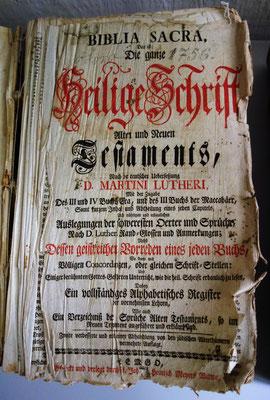 Bibel aus dem Jahr 1756. Gestiftet von Familie W. Grozewski. Foto: Rainer Hannig