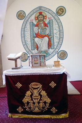 Der hl. Altar und ein Mosaik von Jesus als Pantokrator mit den vier Evangelisten.  Foto: Jennifer Peppler