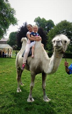Begeisterung auf dem Kamel beim Reiten. Foto: Jennifer Peppler