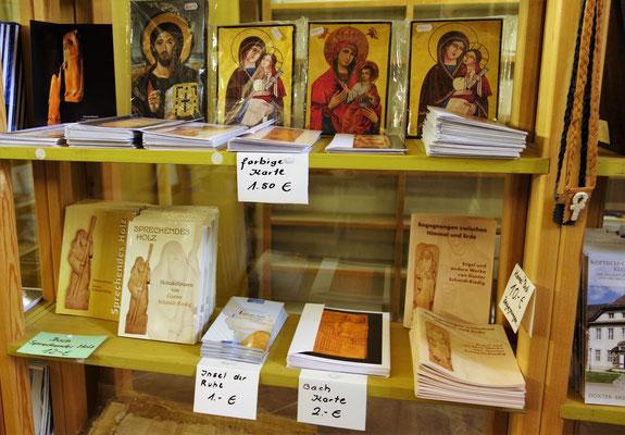 Bücher, Karten und Informationen über die Koptische Kirche und das Kloster Brenkhausen. Foto: Jennifer Peppler