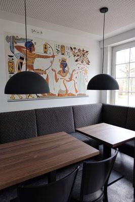 Speisesaal des St. Markus Restaurantsmit Malereien von Daniela Rutica. Foto: Jennifer Peppler