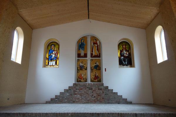 Glasfenster und Ikonen wurden von dem ägyptischen Künstler Isaak Sobhi gerfertigt, Foto: D. Rutica