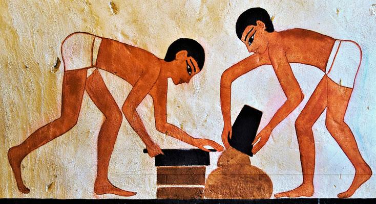 Das Kloster wurde nach altägyptischer TRadition gemäß heutiger denkmalvorschriften mit Lehmziegeln restauriert. Malerei: Daniela Rutica. Der Klostergarten.  Foto: Jennifer Peppler