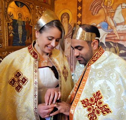 Koptisch-Orthodoxes Hochzeitspaar beim Tausch der Ringe im August 2017. Foto: Jennifer Peppler