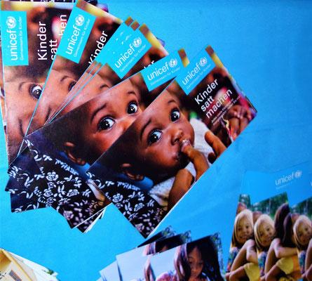 Unicef-Briefmarken, -Teller und -Grußkarten. Foto: Jennifer Peppler