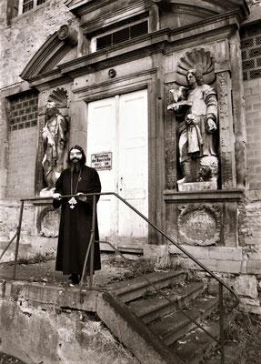 Pater Damian hofft auf Gottes Beistand 1993 kurz nach der Übernahme des Klosters durch die Koptische Kirche. Foto: Claudia Auffenberg