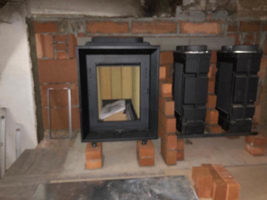 Im Refektorium entsteht ein effizienter Klosterkamin. Durch die trockene Holzwärme können keine Viren überleben.