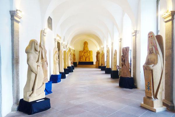 Die Holzskulpturen von Diakon Gunter Schmidt-Riedig. Foto: Jennifer Peppler