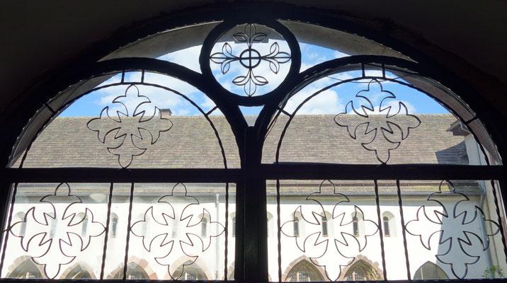Das Tor zum Klostergarten mit Koptischen Kreuzen. Foto: Jennifer Peppler