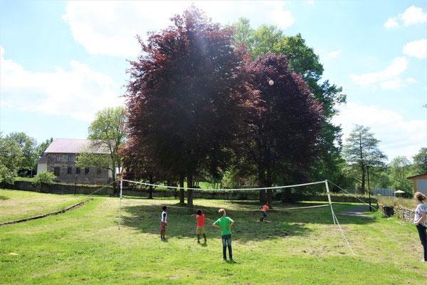 Nicht nur der große Klostergarten lud zum Verweilen ein. Den Kindern und Jugendlichen wurde ein großes Programm geboten. Foto: Jennifer Peppler