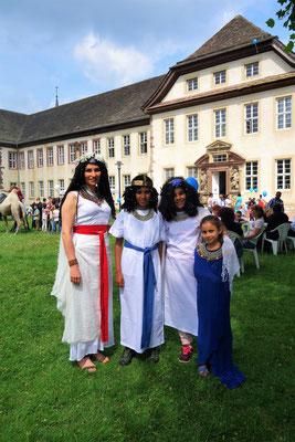 Im Kostüm vor dem Koptischen Kloster. Foto: Jennifer Peppler