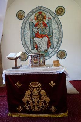 Der Altar in der Klosterkapelle: Mosaik mit Jesus als Pantekrator und den vier Evangelisten: Matthäus (Engel), Markus (Löwe), Lukas (Stier) und Johannes (Adler).  Foto: Jennifer Peppler