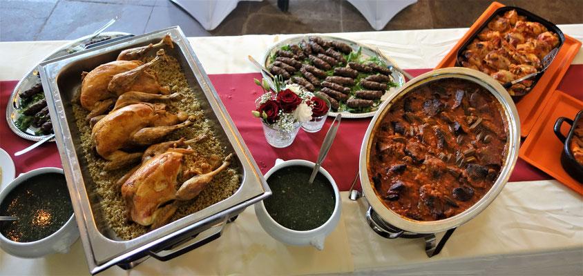 Ägyptische Köstlichkeiten als Festmahl im Speisesaal des Klosters, Foto: Jennifer Peppler