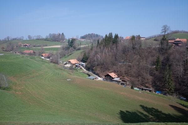 am Dorfbach liegende Höfe