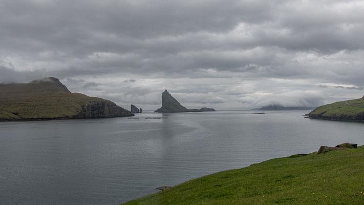 Bald kommen die drei kleinen vorgelagerten Inselchen in Sicht.