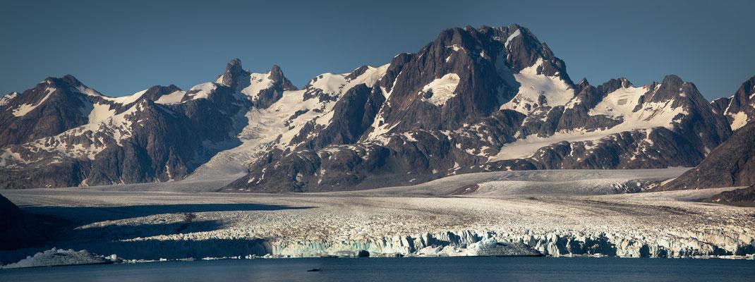 Knud-Rasmussen-Gletscher. Pano aus 2 QF.