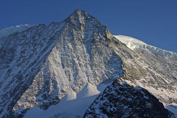 Eine perfekte Pyramide aus Fels: Der Mont Blanc de Cheilon von der Cabane des Dix