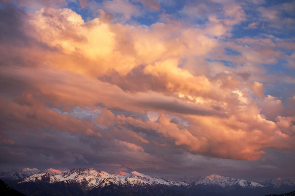 Blick über das Inntal zu den Zillertaler Alpen