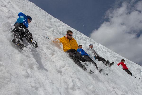 Ausgerutscht!! Sturz im Schneefeld!