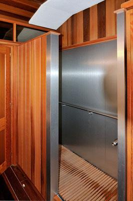 Ducha de madera y aluminio