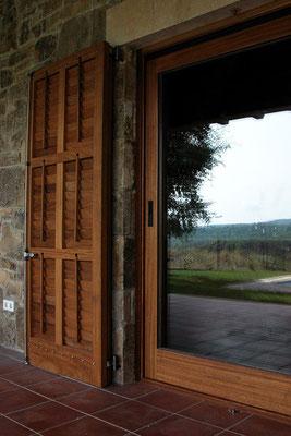 Postigo de persiana de librillo y balconera corredera elevadora