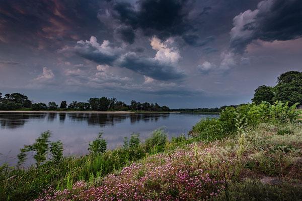 September - Gewitterstimmung an der Elbe