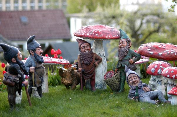 Versammlung unserer Zwerge im Garten
