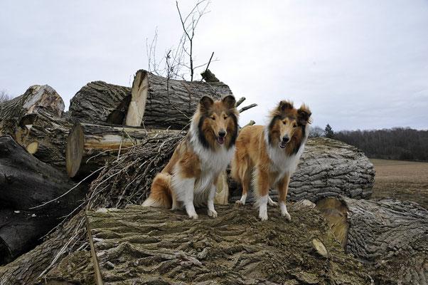 Rechts Enea mit ihrer Schwester Elli