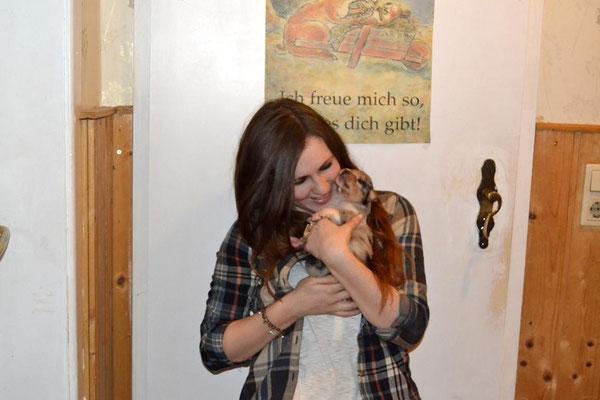 """Während Kathi und Lou natürlich die Babys kuscheln """"mussten"""", ... (Foto H. Ohl)"""