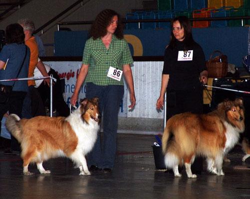 Meggy im Ring neben ihrer Züchterin Dagmar Corte mit Emilia von Camperville