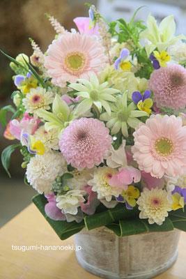 「ペットのお悔やみで。可愛い子だったのでお花も可愛らしいものを」