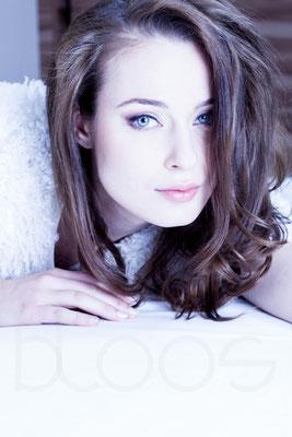 HUM: Nadine S. Foto: bloos, Markus Thiel Model: Tereza F. ℅ JAVA Models
