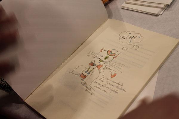 Dédicace par Cloé Perrotin l'illustratrice de la couverture du livre Le chat qui veut devenir un petit garçon paru aux éditions Benjulice