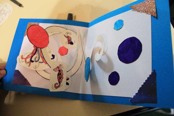 Exemple 1 de carte pop-up spirale réalisée à l'atelier de l'illustratrice Cloé Perrotin lors d'un Salon du Livre en 2018