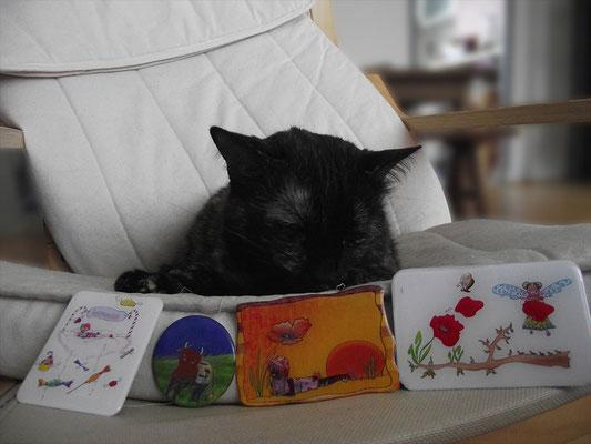 La chatte Lola vous présente les aimants illustrés par Cloé Perrotin et mis en résine par Emma Brin