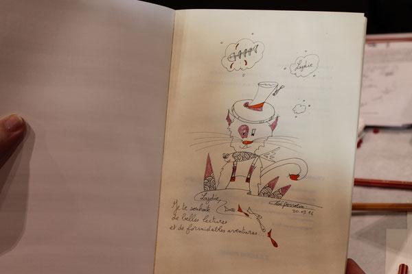 Cloé Perrotin l'illustratrice dédicace le livre Le chat qui veut devenir un petit garçon paru aux éditions Benjulice