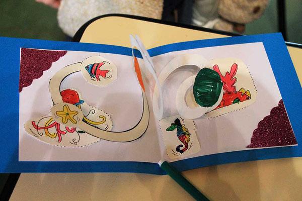Exemple 4 de carte pop-up spirale réalisée à l'atelier de l'illustratrice Cloé Perrotin lors d'un Salon du Livre en 2018