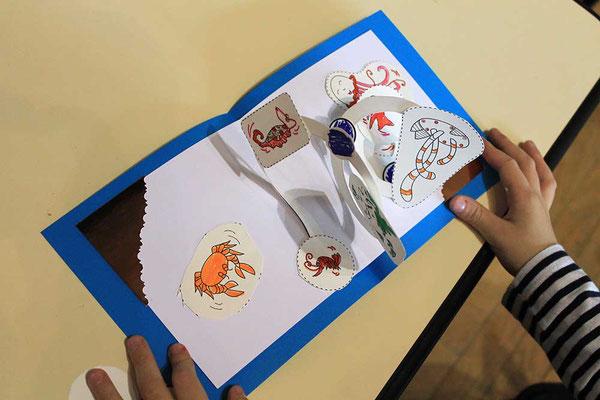 Exemple 6 de carte pop-up spirale réalisée à l'atelier de l'illustratrice Cloé Perrotin lors d'un Salon du Livre en 2018