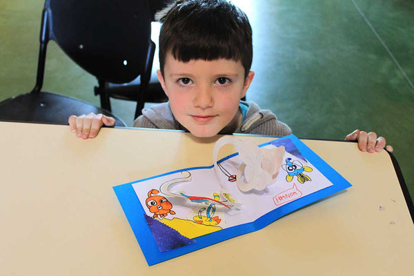 Exemple 3 de personnalisation d'enfant d'une carte pop-up spirale réalisée à l'atelier de l'illustratrice Cloé Perrotin