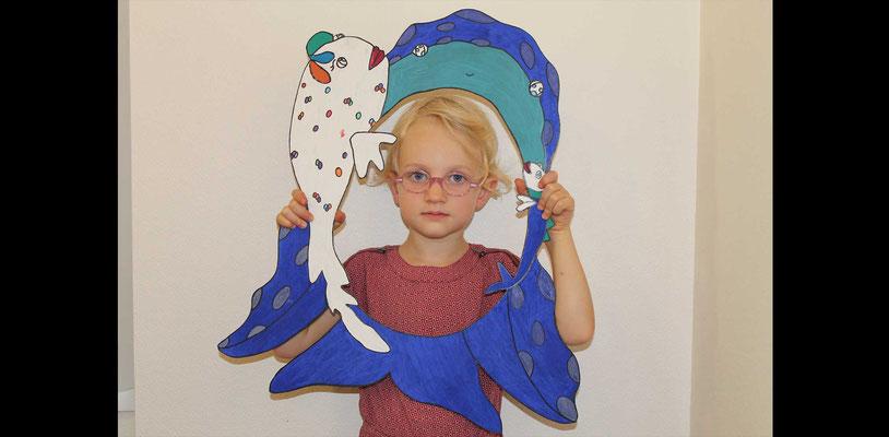 Fille d'Emilie Schauer avec la silhouette photos booths de Faribole et Mistigri illustré par Cloé Perrotin paru chez Yil Edition au Salon de St Doulchard 2017