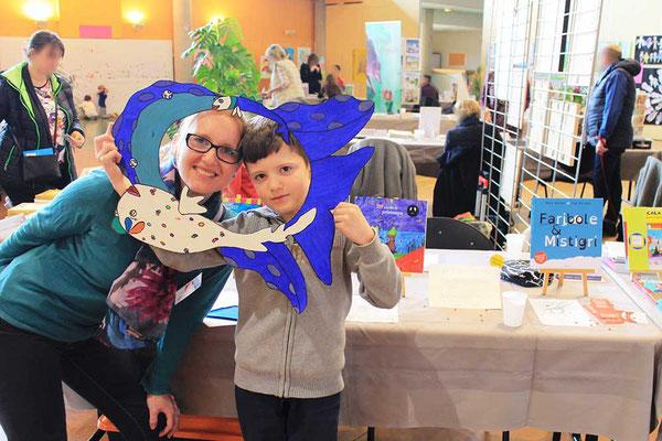 Enfant et sa maman en photo-booth Faribole et Mistigri réalisée par l'illustratrice Cloé Perrotin via la boutique Illustr'&Vous